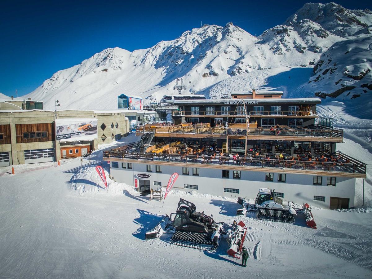 Ski Service Les Ruinettes and Mouton Noir view